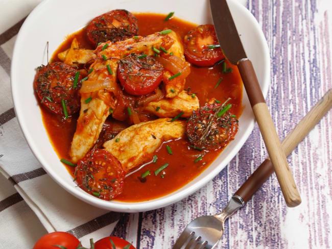 Aiguillettes de poulet à la tomate et aux herbes
