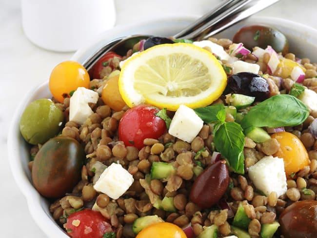 Salade de lentilles aux tomates, feta, concombre