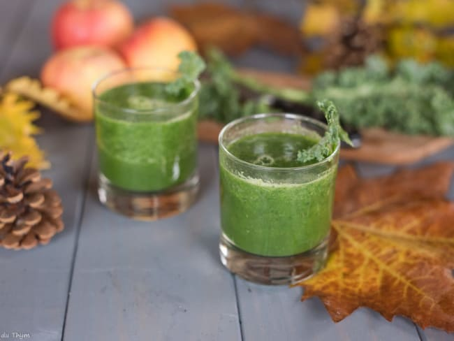 Smoothie pomme, kale, gingembre