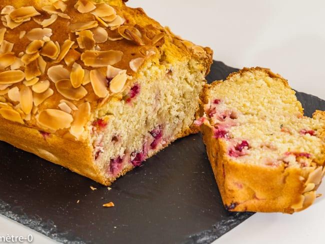Gâteau du matin aux amandes et aux groseilles