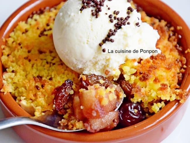 Crumble de gâteau citron aux pommes, raisins et cassis