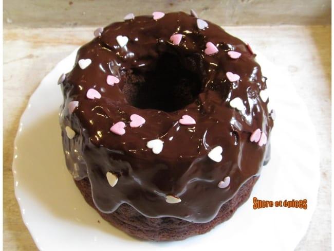 Gâteau léger au chocolat avec glaçage