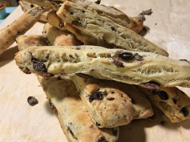Bâtonnets de pain aux olives