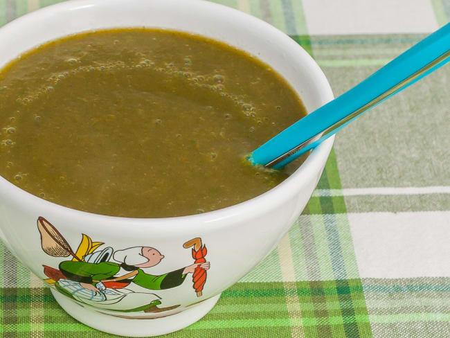 Soupe aux fanes de radis et carottes