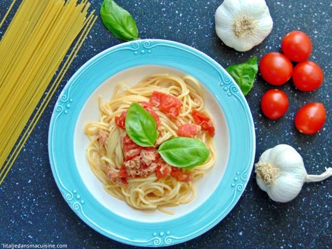 Spaghetti aux tomates fraîches et au thon