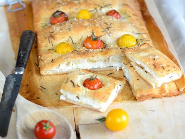 Fougasse maison aux tomates cerises, fromage de chèvre et ricotta