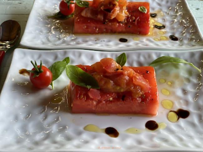 Pastèque grillée aux dés de tomates