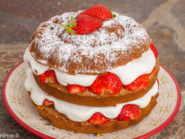 Gâteau d'anniversaire fraises chantilly