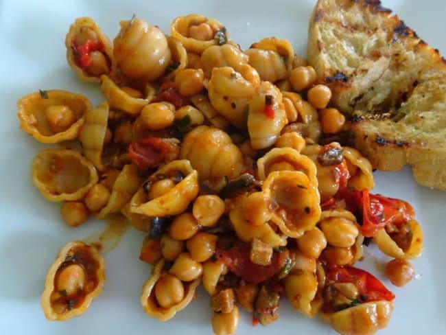 Pâtes sauce tomate et pois chiches