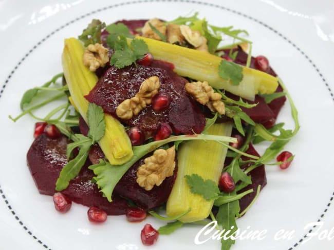 Salade de betteraves épicées aux poireaux et aux noix