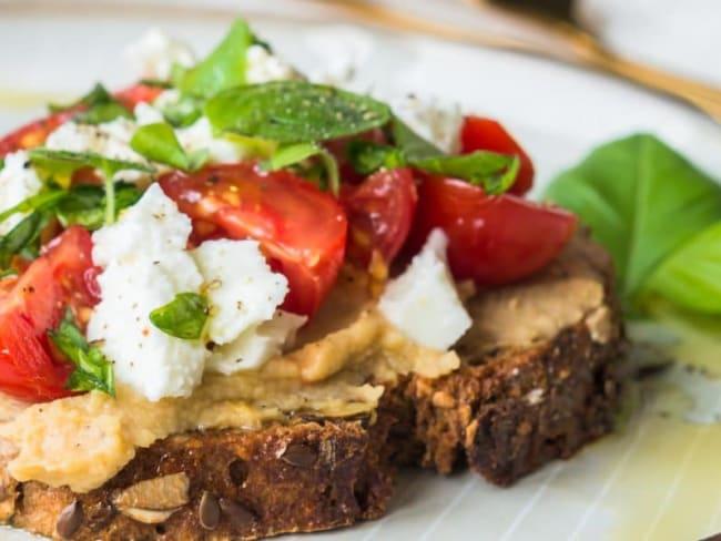 Tartine houmous tomates mozzarella