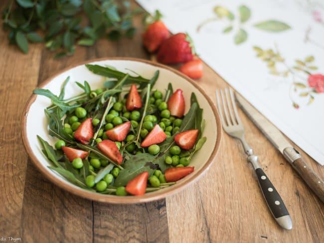 Salade de petits pois, roquette et fraises