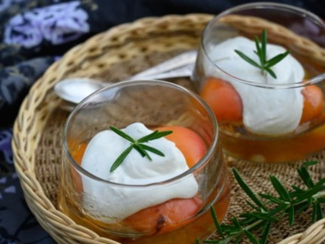Abricots poêlés au miel et romarin
