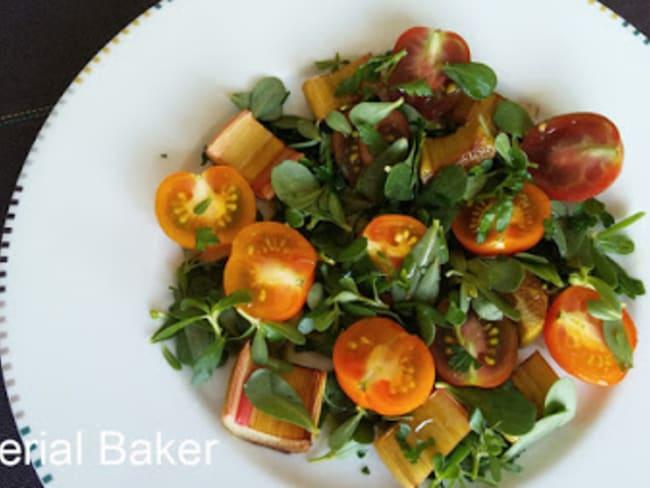 Salade de pourpier, tomate et rhubarbe rôtie au vinaigre balsamique