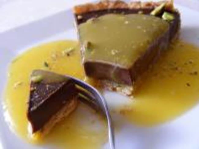 Tarte au Chocolat Epicé et Pistache et son Coulis de Mangue Anisé
