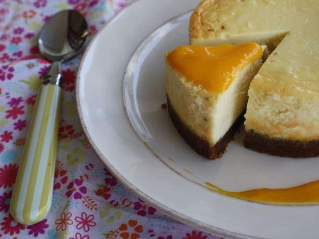 Cheesecake au citron vert et coulis de mangue