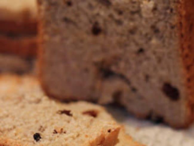 Pain sucré au son de blé, noix, raisins secs et rhum