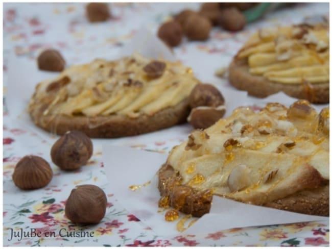 Tartelettes aux pommes à la farine de châtaignes et éclats de noisettes
