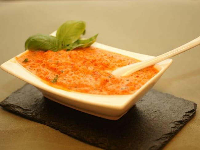 Crème de poivrons au basilic