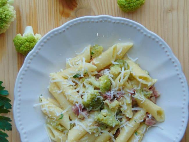 Penne rigate, chou-fleur et pancetta