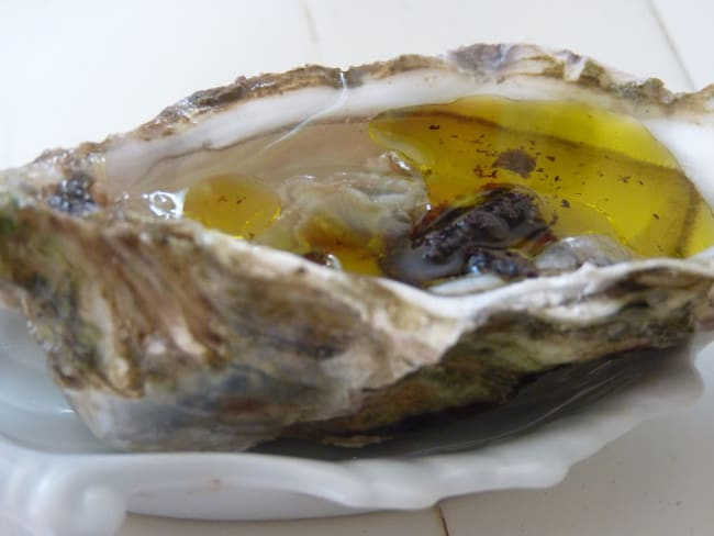 Huîtres à l'huile de truffe fraîche