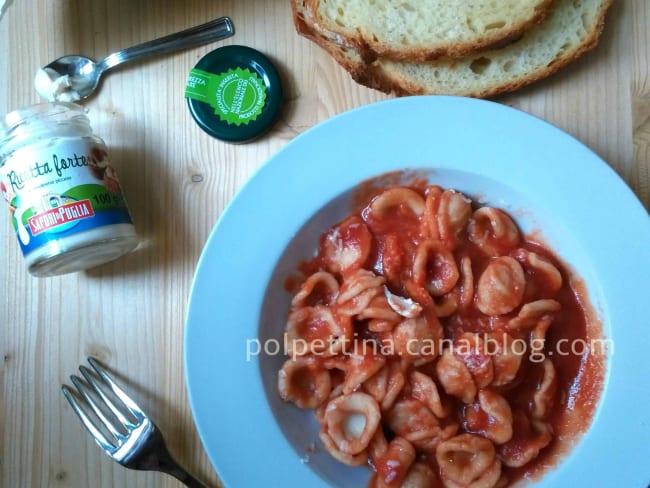 Orecchiette et maccheroncini à la sauce tomate