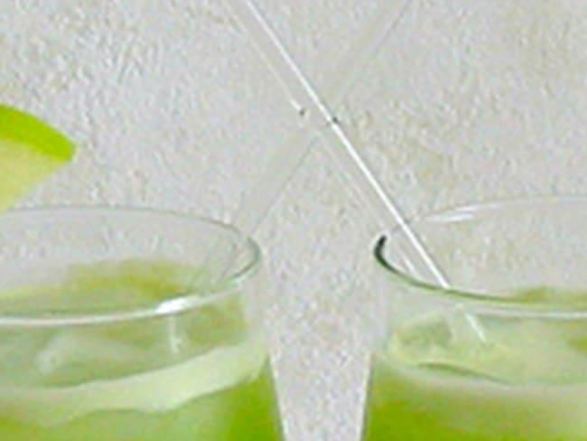 Cocktail Pomme Verte et Concombre au Citron Vert et Basilic