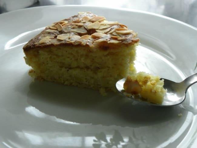 Gâteau au yaourt, aux pommes et aux amandes
