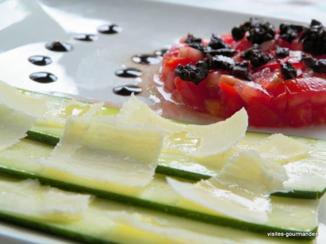 Carpaccio de courgettes, tomates et olives de Nyons