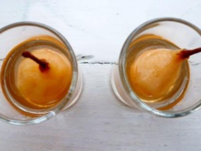 Mini poires pochées au sirop à la réglisse, chouchen et poivre sauvage