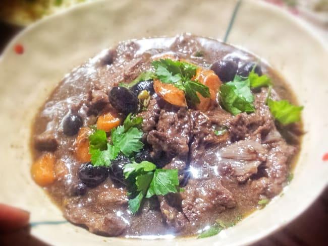 Estouffade de boeuf câpres, olives noires et anchois