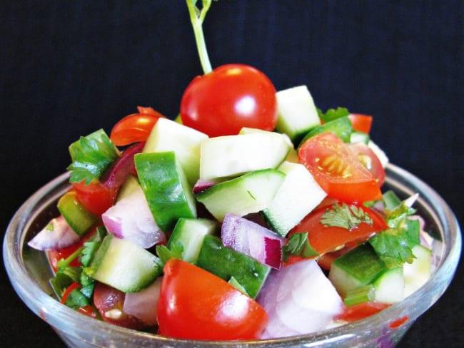 Kachumber de tomates et concombres