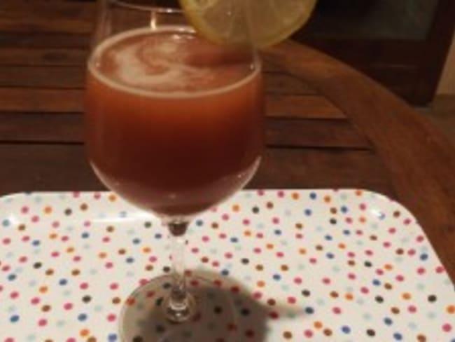 Cocktail sans alcool aux jus de cranberry / orange et à la framboise