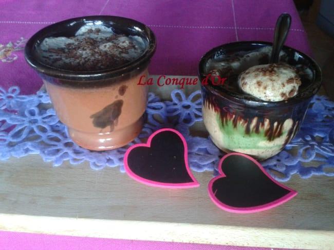 Petits pots de mousse au café-cannelle