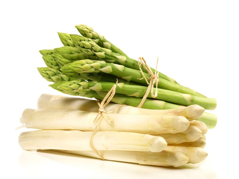 Duo of green and white asparagus - Recipe for green and white asparagus in vinaigrette - Recipe by Chef Simon