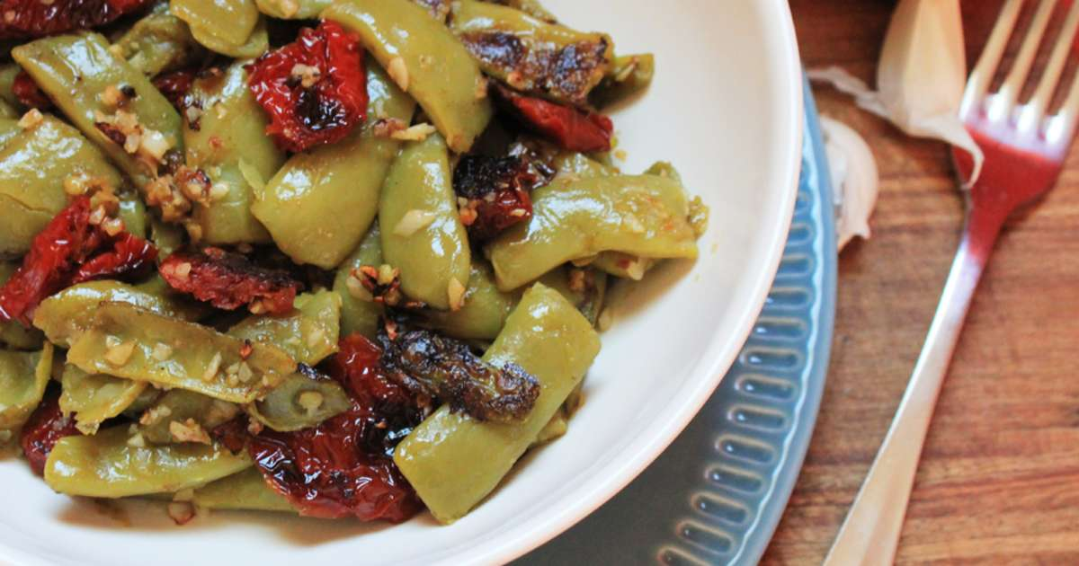 haricots plats aux tomates s ch es recette par delizioso. Black Bedroom Furniture Sets. Home Design Ideas