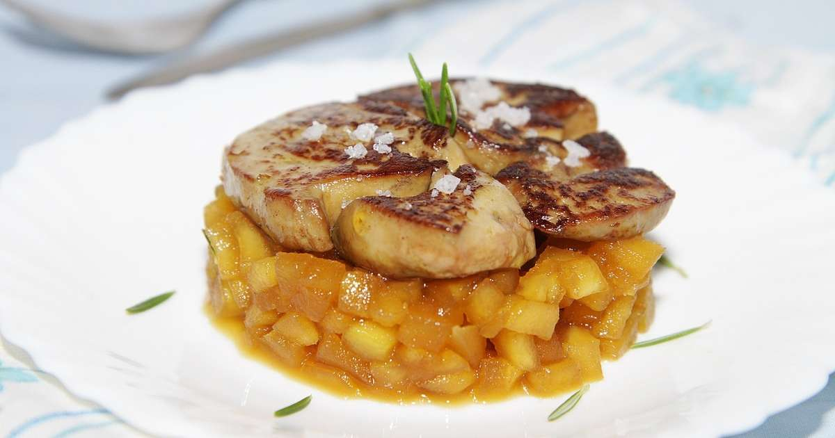 foie gras po l pommes caram lis es et romarin recette par culinaireamoula. Black Bedroom Furniture Sets. Home Design Ideas
