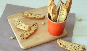 Biscottis aux pistaches et abricots secs