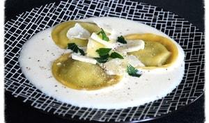 Ravioles aux champignons, crème au parmesan