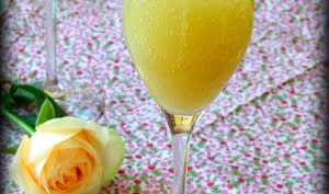 Cocktail pétillant à la rhubarbe