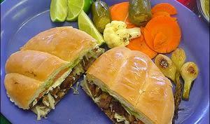 Sandwich à la dinde, épices, légumes, pave con pavo, torta