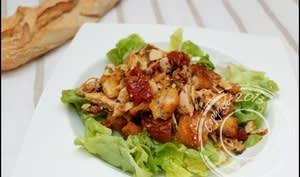 Salade romaine aux croûtons, poulet et parmesan