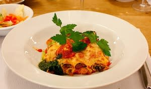 Cannellonis aux épinards, tofu, olives, sauce tomate