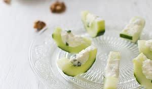 Concombre farci à la féta, noix et basilic