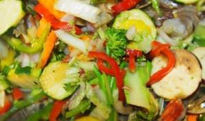 Shop suey de légumes et de crevettes