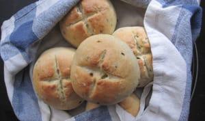 Petits pains à la ciboulette et aux baies roses