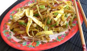 Wok de poireau et pommes de terre au bacon