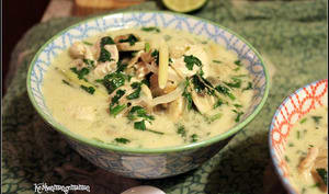 Soupe Tom Kha Kaï, poulet , lait de coco et citronnelle