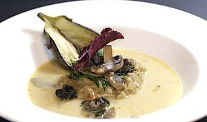 Escargots à la crème de saté épinards et caviar d'aubergines