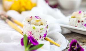 California maki aux noix de Saint-Jacques et mangue